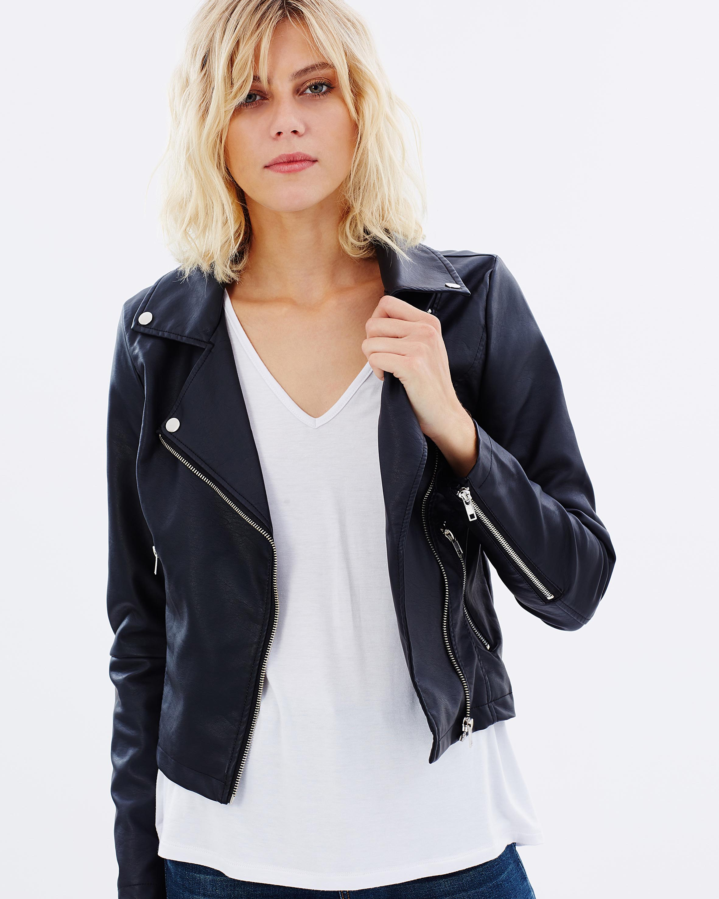 Women jackets online shopping – Plenty of variety Blazers for women – The most easy to wear and sophisticated piece in a woman's wardrobe is a blazer. Blazers for women are staples that work well with both casual wear as well as formal wear.